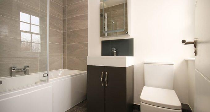 Jak urządzić małą łazienkę z prysznicem